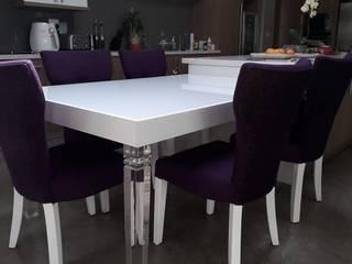 Osk custom breakfast table extension including upholstered chairs: modern  by BI-Dsign, Modern
