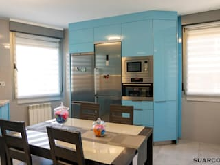 Cocina moderna grande a medida Azul con encimera de cocina Dekton de Suarco Moderno