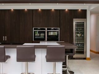 Contemporary open plan kitchen dining room by Kreativ Kitchens Modern