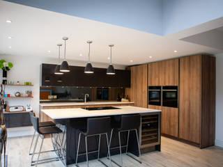 Modern open plan kitchen living space by Kreativ Kitchens Modern