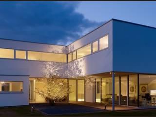 por ARKITURA GmbH Moderno