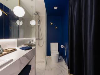 Дизайн интерьера однокомнатной квартиры 49 кв.м. в ЖК Skandi Klubb в эклектичном стиле: The Blue it is! Или вдохновение Балтийским морем Ванная комната в эклектичном стиле от US Interiors, Студия дизайна интерьеров Ульяны Скапцовой Эклектичный