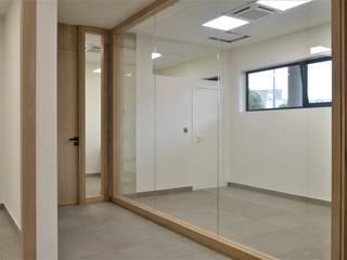 ESPACIO DE TRABAJO Edificios de oficinas de estilo minimalista de INTRO interiorismo Minimalista