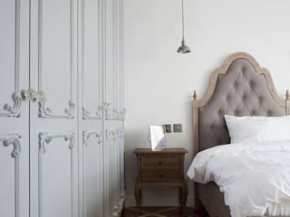 Sophisticated French interiors -A flair of pared back, refined yet effortless.... Modern style bedroom by JC Vision Modern