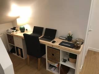 Aménagement d'un bureau sous les combles d'une maison - Région Parisienne LA MAISON DES TRAVAUX PARIS 17ème - E.A. COURTAGE Bureau moderne