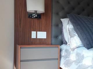CABECERA / MAMPARA EN PIEL de ACY Diseños & Muebles Moderno