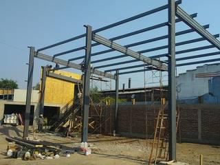 Proyecto Serviteca Bodegas de estilo industrial de M&C Construcciones Industrial