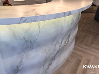 Hand painting marble on bar table in Lan Kwai Fong private club house Classic style walls & floors by Kwan's Palette Limited Classic