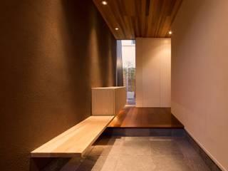 羽根の家 モダンスタイルの 玄関&廊下&階段 の 有限会社笹野空間設計 モダン