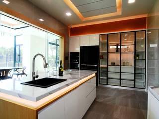 DOUBLE STOREY HOUSE @ BANDAR KINRARA, PUCHONG MDD DESIGN SDN BHD Modern style kitchen