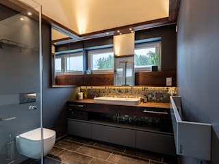 Gold Mosaic Modern style bathrooms by Vivante Modern