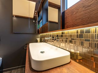 Gold Mosaic Modern bathroom by Vivante Modern