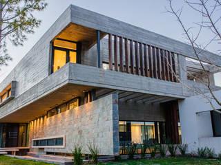 EG HOUSE de C&R Arquitectura Minimalista