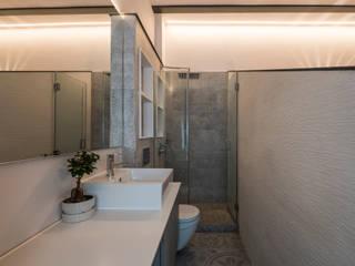 Decoración interior y Reforma integral de Piso de 80m2 en Triana Sevilla, para alquiler vacacional Baños de estilo escandinavo de Antonio Calzado 'NEUTTRO' Diseño Interior Escandinavo