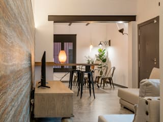 Decoración interior y Reforma integral de Piso de 80m2 en Triana Sevilla, para alquiler vacacional Salones de estilo ecléctico de Antonio Calzado 'NEUTTRO' Diseño Interior Ecléctico