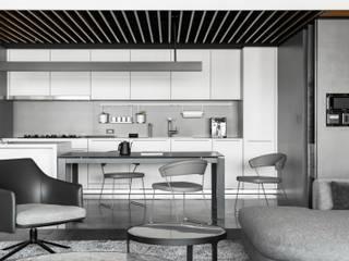 褪色 現代廚房設計點子、靈感&圖片 根據 十境創物空間設計 現代風
