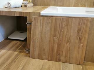Banheira em casa de banho (Ribamar - Ericeira) Banheiros rústicos por Decor-in, Lda Rústico Cerâmica