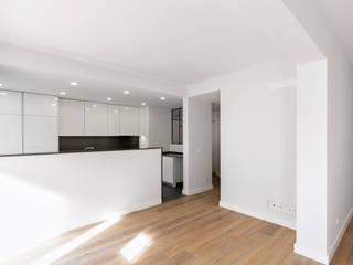 Apartamento Portela II Salas de jantar modernas por Archimais Moderno