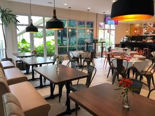 Café e restaurante - Comercio em Condominio Adegas industriais por Ajala Arte Comercio de móveis e decorações ltda Industrial
