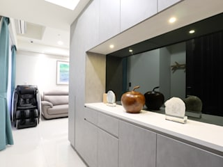 色階微調 現代風玄關、走廊與階梯 根據 張顥騰室內裝修設計有限公司 現代風