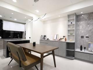 色階微調 現代廚房設計點子、靈感&圖片 根據 張顥騰室內裝修設計有限公司 現代風