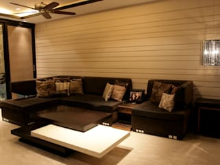 Rich & Aki Modern media room Plywood Brown