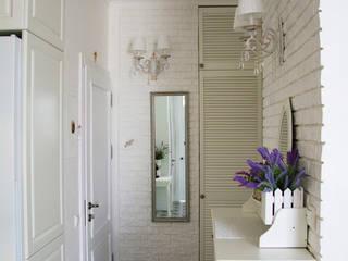 """""""50 оттенков белого"""" или квартира в классическом стиле Коридор, прихожая и лестница в классическом стиле от дизайнер-ахитектор Катерина Кузьмук Классический"""