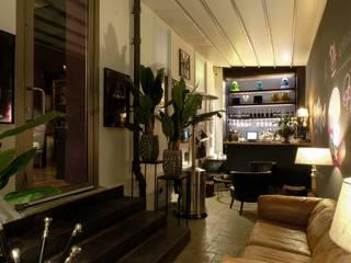 Progettazione studio/shoowroom di arredo con cucina:  in stile industriale di The Apartment, Industrial