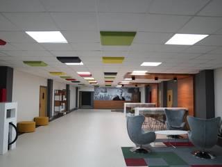 Kavram Koleji Fales Akustik Çözümler Modern Koridor, Hol & Merdivenler