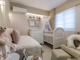Quarto de bebê por Jorge Júnior Arquitetura Clássico