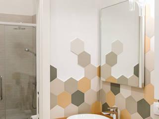 Appartamento in Torino Bagno moderno di BULBUS LIGHTING STUDIO Moderno