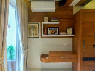 Monnaie Interiors Pvt Ltd Modern style dressing rooms Engineered Wood Wood effect