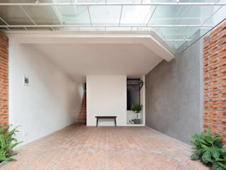 Tropical style garage/shed by AD+ Tropical