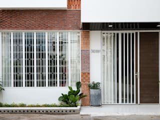 Tropical style doors by AD+ Tropical