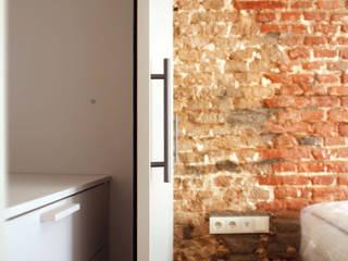Apartamento Cid Dormitorios de estilo moderno de MEDITERRANEAN FUSION S.L. Moderno