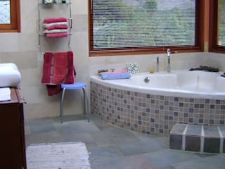 Country style bathroom by MARIA JULIANA GUERRERO SAAVEDRA Country
