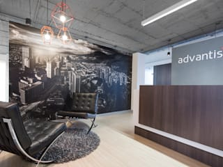 Oficinas Advantis/Aluzian entrearquitectosestudio Pasillos, vestíbulos y escaleras de estilo industrial Concreto Gris