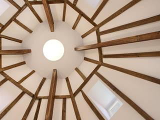 Cúpula en edificio histórico Salones de estilo minimalista de MEDITERRANEAN FUSION S.L. Minimalista
