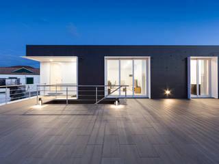 X/A Apartments Varandas, marquises e terraços modernos por Xavier Ávila arquitetos Moderno