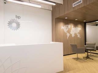 Oficinas British Petroleum BP entrearquitectosestudio Pasillos, vestíbulos y escaleras de estilo moderno Contrachapado Acabado en madera
