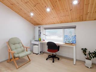 세 자매의 행복한 세 주택 서산목조주택 스칸디나비아 미디어 룸 by 위드하임 북유럽