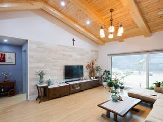 세 자매의 행복한 세 주택 서산목조주택 스칸디나비아 거실 by 위드하임 북유럽