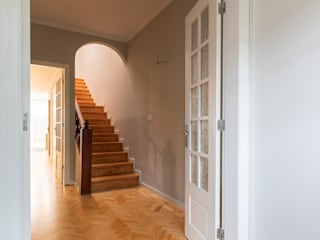 ShiStudio Interior Design Classic style corridor, hallway and stairs