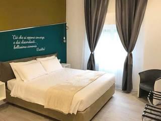Phòng ngủ phong cách hiện đại bởi antonio felicetti architettura & interior design Hiện đại