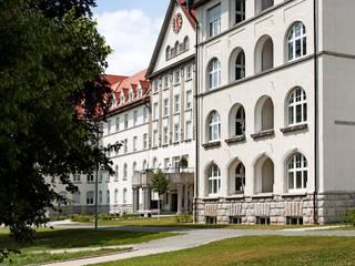 Puertas y ventanas modernas de Kneer GmbH, Fenster und Türen Moderno
