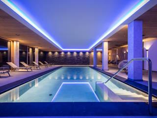La piscina del Monaco Sport Hotel a Santo Stefano di Cadore (BL) Hotel moderni di Roberto Pedi Fotografo Moderno