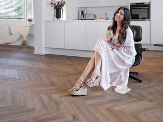 PROJECT FLOORS GmbH Ruang Keluarga Modern