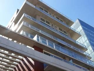 Edificios de oficinas de estilo moderno de ABERCOM Aberturas www.abercom.com.ar Moderno