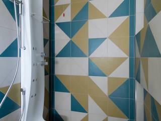 Bagno in camera dal carattere audace Bagno moderno di RMA srl - Ristrutturazioni da ManuAle Moderno