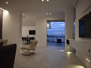 casa R.F. Sala da pranzo moderna di michelepiccolo+partners Moderno